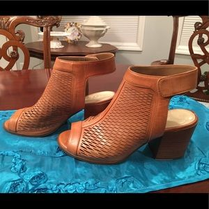 Vince Camuto Lavette Brown Leather Sandals, Sz 7.5